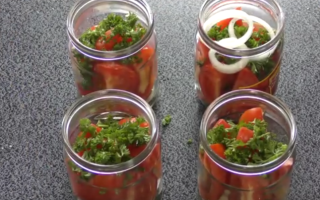Салат из помидоров и лука на зиму